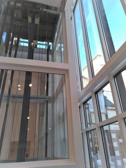 Ascenseur panoramique Uniqlo Rennes