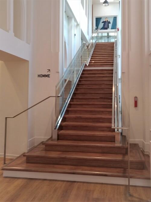 Escalier monumental Uniqlo Rennes